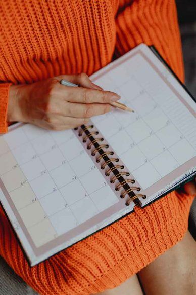 Negotiate-as-if-you-had-one-week-to-live woman with calendar