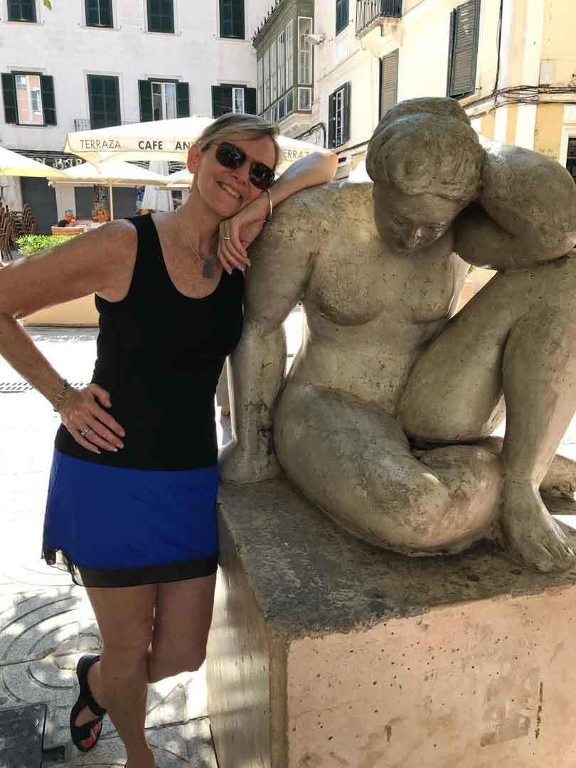 cindy-watson-enjoying-sculpture