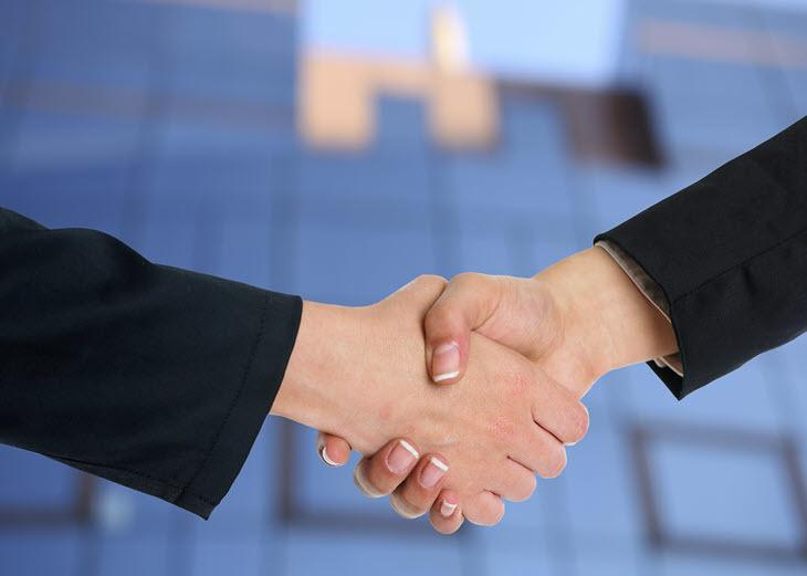 how-to-use-space-in-negotiations-Adam Radosavljevica-photo-handshake